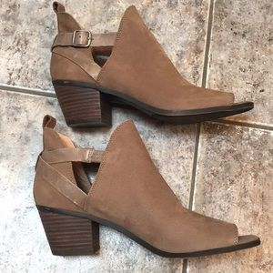 Lucky Brand Leather Block Heel Sandals